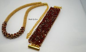 A red and gold set