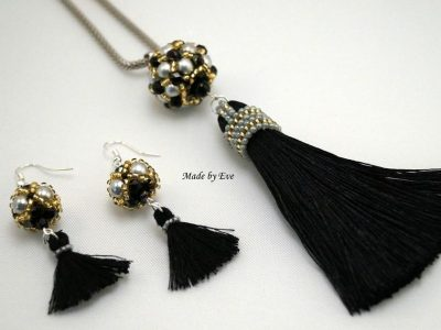 Set of jewelry with tassels