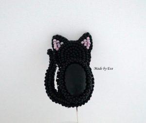 broszka z onyksem kotek