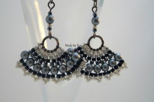 Fan-shaped earrings