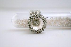 pierścionek z kryształkiem